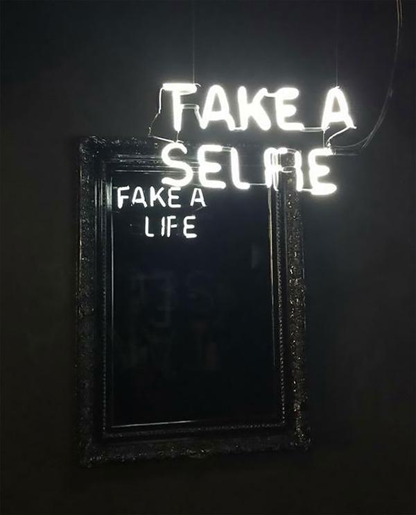 Meme – Take a selfie