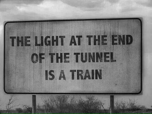 Meme The ligth at the end of the tunnel is a train